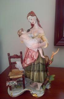 Figura Porcelana Capodimonte Arrullo De Madre ( 31 Cms)