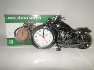 Relógio Moto Com Fundo Branco E Moto Preto