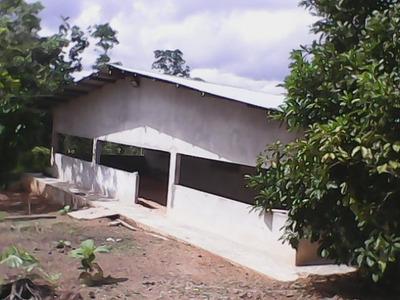 Casa Semi Construida En El Paraiso