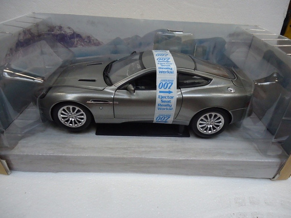 Aston Martin V12 Vanquish James Bond 1/18