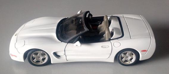Corvette C5 1997 1:18 Burago Réplica Miniatura Sem Detalhes