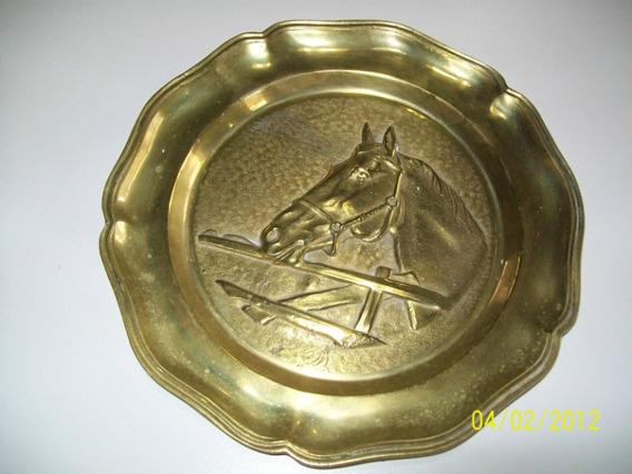 Plato Con Figura De Caballo En Bronce