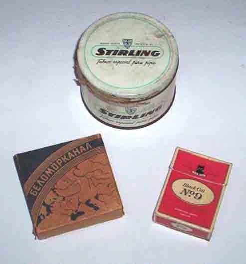 2 Marquillas De Cigarrillos Y Una Lata De Tabaco
