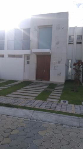 Imagen 1 de 9 de Hermosa Casa En Renta En Lomas De Angelopolis