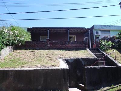 Casa Y Terreno En Muy Buena Ubiacion. Oportunidad