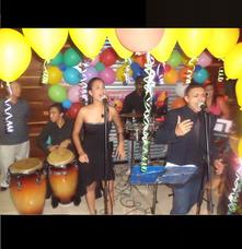 Alquiler Sonido Luces Fiesta Dj Tarima Silla Foto Cabina