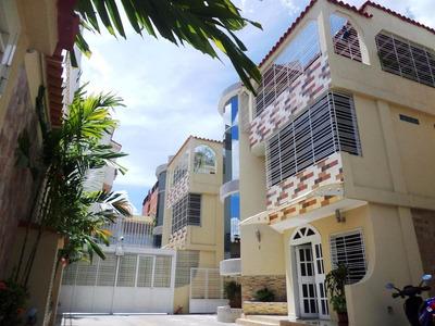 Casa Quinta Tonw House, En Venta Zona Centro De Cagua Dmlg