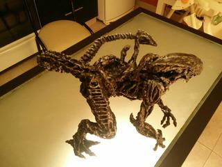 Escultura Alien Unica! En Resina De Polyester Y Aluminio