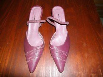 Stilettos De Cuero Color Guinda.