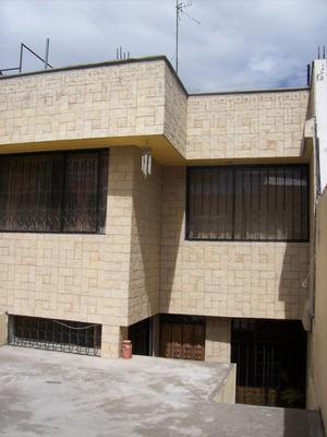Casa Grande 5 Dormitorios En Carapungo ( Precio Negociable)