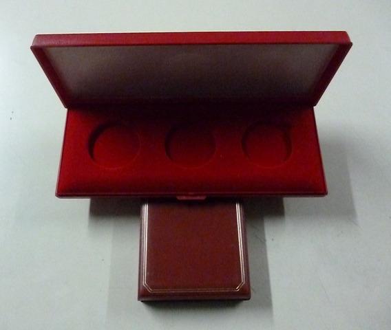 Estuche Rojo Con Espacio De 3 Monedas En Capsula Tipo Onza
