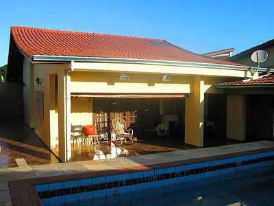 Casa Com 3 Quartos E Uma Ótima Área De Lazer Em Itanhaém.