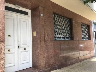 Ph Tipo Casa De 3 Ambientes Al Frente Con Bcón Y Terraza Propia