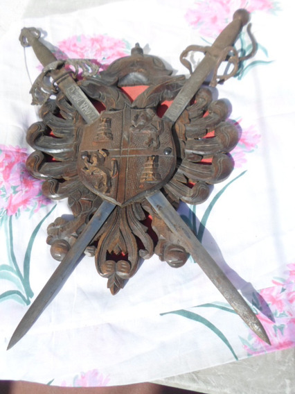 Escudo Tallado En Madera Toledo Con Par De Espadas Del Cid