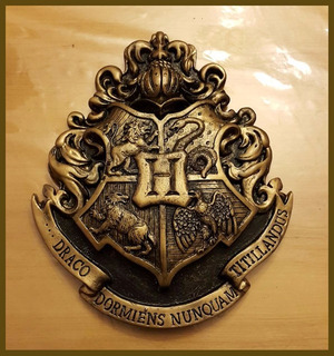 Escudo De Pared Hogwarts Harry Potter Resina 31cm X 26 Cms