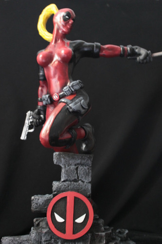 Escultura Lady Deadpool