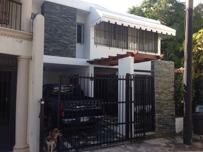 Casa En La Julia De Dos Niveles En Proyecto Cerrado