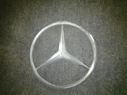 Antigua Insignia Mercedes Benz, 26 Cm De Diametro.
