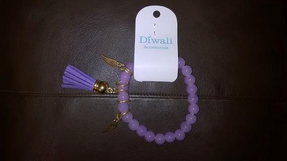 Pulsera Perlas Plásticas * Diwali * Con Dije Y Flecos Gamuza