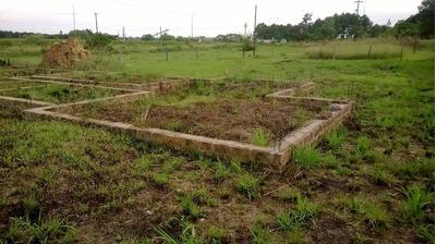 Terreno Con Construccion De Bases..