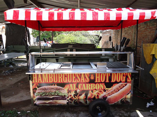 Carro Con Parrilla Al Carbon Hamburguesas Hot Dogs