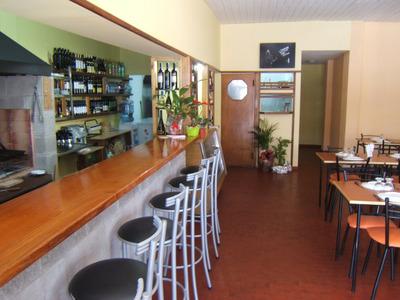 Restaurante-parrilla Zona Caseros Sobre Avenida