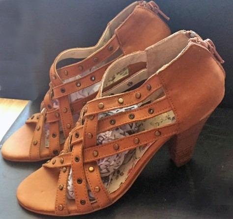 Zapatos Botinetas Lucerna Altas Cuero Suela N36 Con Tachas
