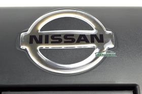 Emblema Maçaneta Tampa Traseira Frontier 01 Até 07 - Nissan