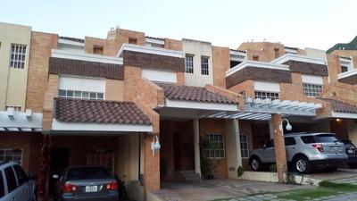 Lpu Exclusivo Townhouse En Piedra Pintada