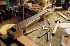 Reparacion De Guitarras, Bajos Y Cuerdas En General-luthier