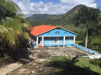 Finca En Venta Con Casa De 4 Habitaciones, 4 Baños, Terraza