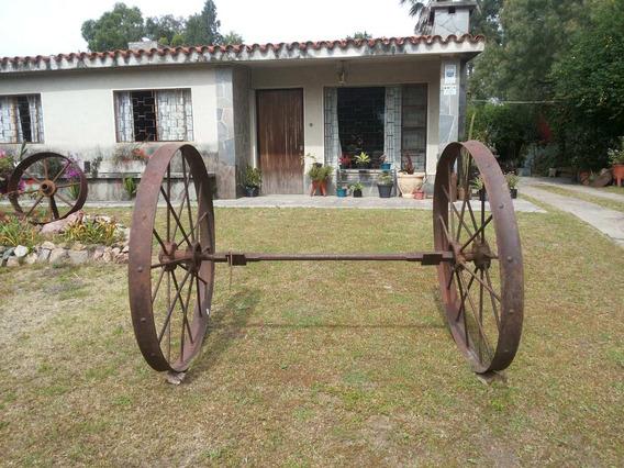 Antiquísimas Ruedas De Hierro De Máquina Agrícola