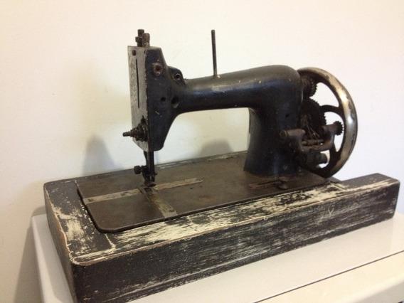 Maquina De Costura Antiga Pequena