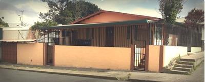 Linda Casa Esquinera Frente A Calle Principal