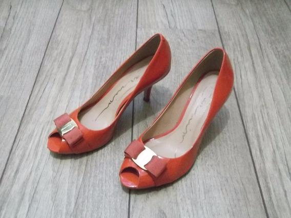 Sapato Salto Medio Peep Toe Laranja Verniz Dourado Carmim