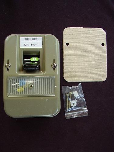 Ticino Kob-603 Interruptor Superficial Con Fusibles Gris