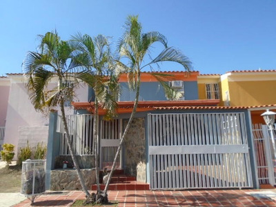 Rab Se Vende Bello Y Confortable Casa En Flor Amarillo