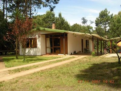 Casa Para 10 Personas, 4 Dormitorios, 2 Baños, Amplio Patio.