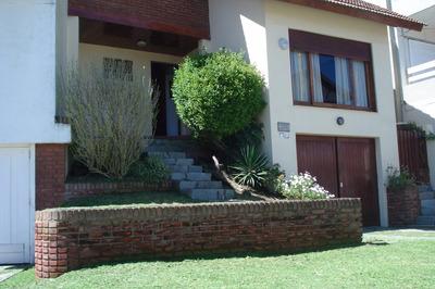 Casa En Venta 5 Ambientes 3 Dormitorios 2 Baños Cochera Cub.