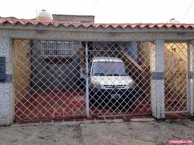 H.a Casa En Venta En La Esmeralda