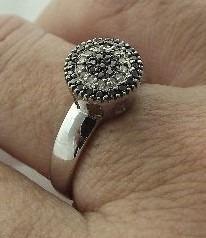 Chuveiro Em Ouro Branco 18k750 C/ Diamantes Negros E Brancos