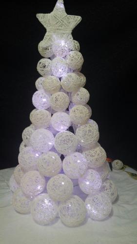 Imagen 1 de 5 de Arbol Navideño Con Luz Y Esferas De Hilo