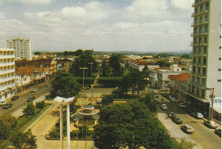 Alf-8448- Postal Alfenas, M G- Praça Getuliuo Vargas