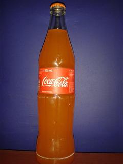Botella De Coca Cola De 600ml Llenada Con Fanta