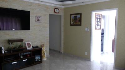 Casa Com Piscina No Parque Do Carmo.