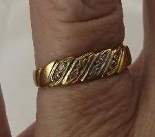 Meia Aliança Em Ouro 18k 750 Com 8 Diamantes 1,60 Gramas