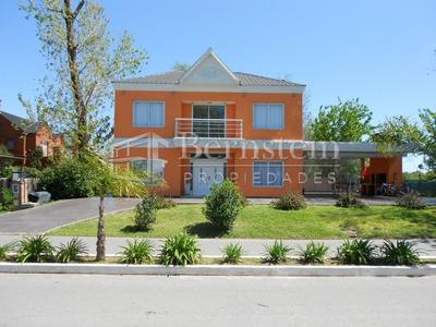 U$d 440.000 - Casa En Venta -