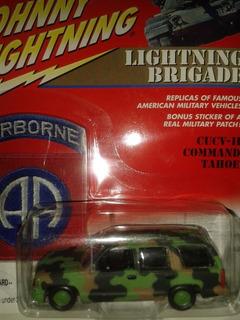 Miniatura Tahoe Militar Camuflada Johnny Lightning Novo !
