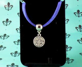Pulseira Couro Azul Royal Com Medalha Flor De Liz