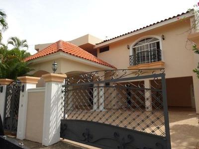 Casa En Arroyo Hondo Ii, 4habs. 5baños, 4pq, Estudio, Terraz